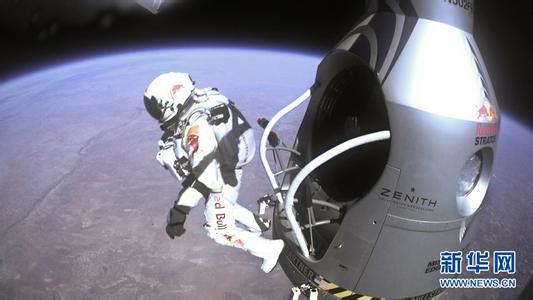 鲍姆加特纳于美国罗斯韦尔成功挑战3.9万米的跳伞高度